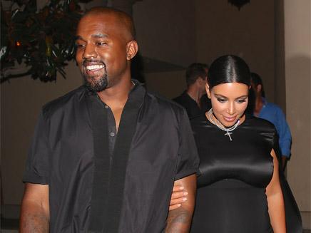 Kanye West : Kim Kardashian se met à nue dans le desert!