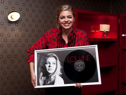 Louane reçoit son disque de diamant pour «Chambre 12»!