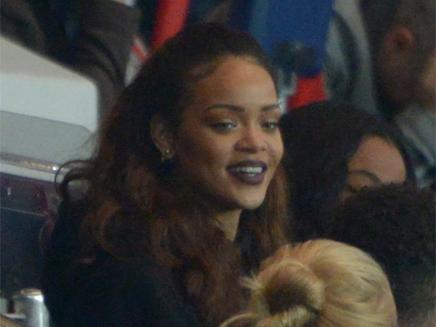 Rihanna : supportrice de charme dans les tribunes du PSG!