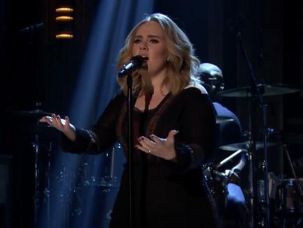 Adele: découvrez son nouveau hit «Water Under The Bridge» en live!