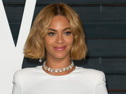 Beyoncé se mêle à la foule au musée !