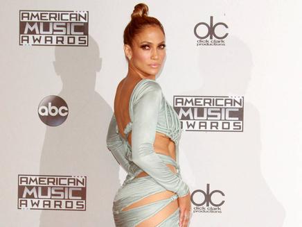 Jennifer Lopez : défilé de tenues sexy aux AMAs!