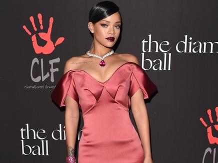 Rihanna : découvrez sa danse de Thanksgiving!