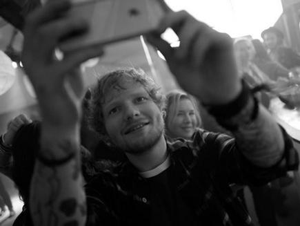 Ed Sheeran: il s'éclate sur le tournage de «Bridget Jones3»!