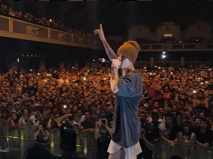 Justin Bieber : il s'incruste dans un concert et fait le show!