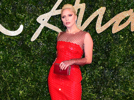 Lady Gaga: sublime aux British Fashion Awards!